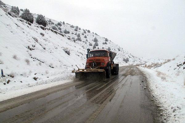 800 تن نمک پاشی در محورهای برف گیر استان تهران صورت گرفته