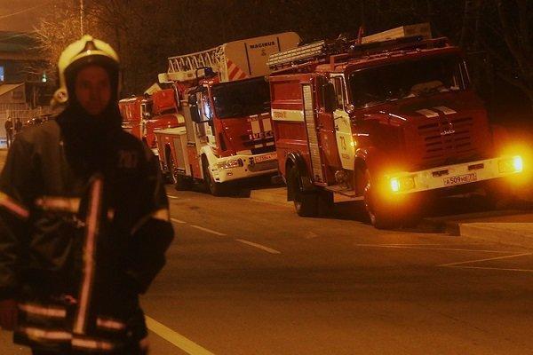 نجات 6 شهروند از آتش سوزی ساختمان مسکونی در مشهد