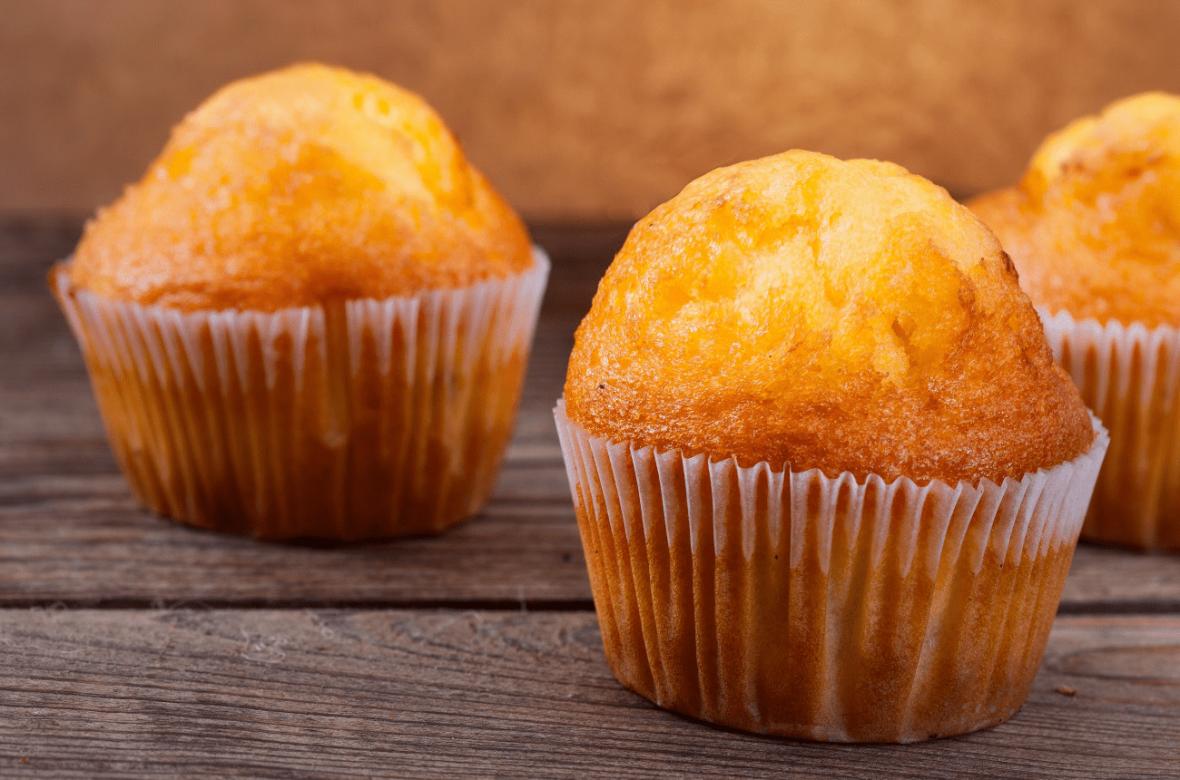2 طرز تهیه کیک یزدی زعفرانی خوشمزه بدون ماست و با ماست