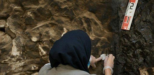 پاکسازی کتیبه غار حاجی آباد نقش رستم