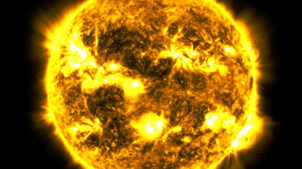 خروج یک کشتی فضایی به اندازه 25 برابر کره زمین از خورشید