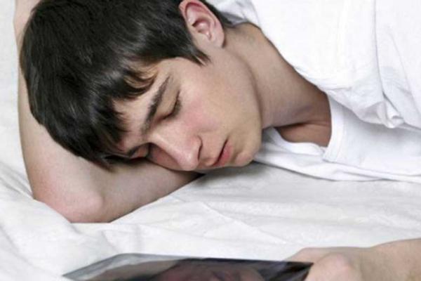 بردن گوشی به رختخواب؛ ممنوع