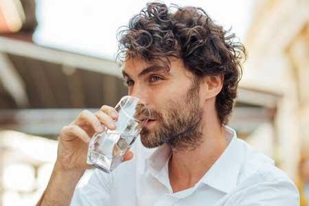 نوشیدن آب و 5 تاثیر شگفت انگیز آن روی مغز